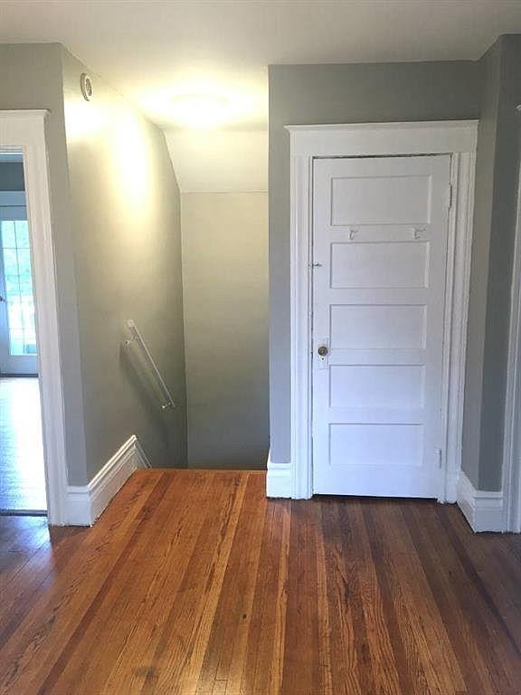 1555-Culver-Upper-Hallway-2