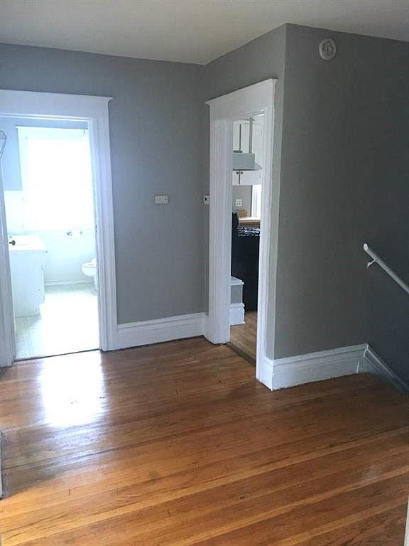 1555-Culver-Upper-Hallway-3