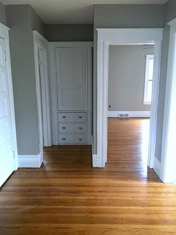 1555-Culver-Upper-Hallway